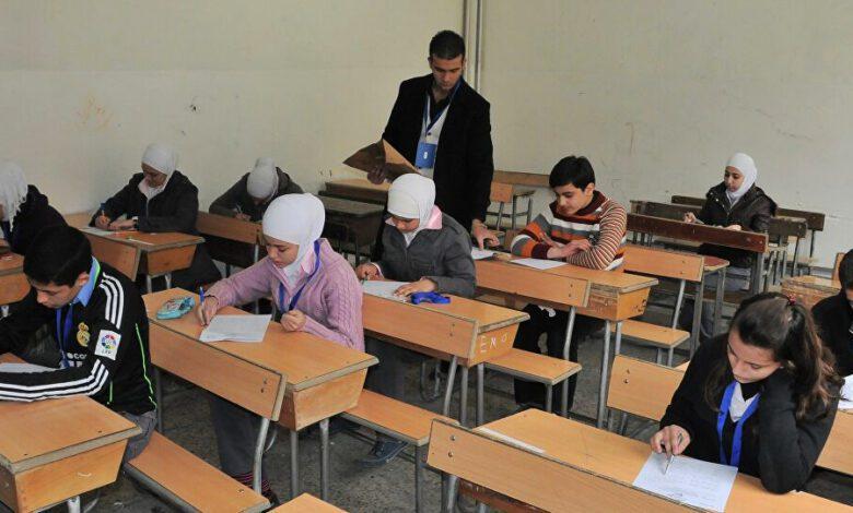منع وزارة التعليم الساعات الرقمية من دخول لجان الثانوية ومحاصرة المسربين ومجموعات الغش التي تسرب الإمتحانات