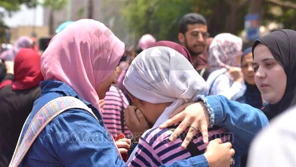 بكاء وانهيار الطلبة في محافظات مصر من صعوبة امتحان اللغة العربية