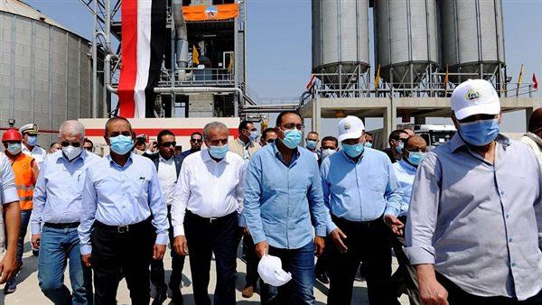 رئيس الوزراء يتفقد مشروع صوامع أبو صوير